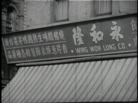 stockvideo's en b-roll-footage met 1946 montage shop signs in various languages (italian, chinese, yiddish, russian, spanish) / lower east side, new york city, new york, united states - winkelbord