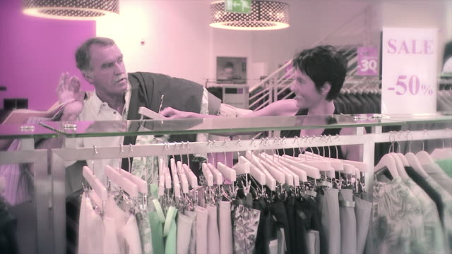 stockvideo's en b-roll-footage met hd: shopaholic and her husband - shopaholic