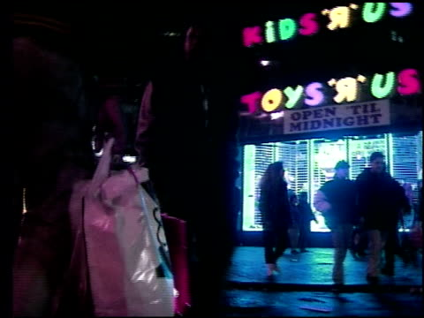 stockvideo's en b-roll-footage met shoppers at herald square during christmas season on december 22 1990 in new york new york - toys r us