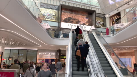 vídeos y material grabado en eventos de stock de shoppers at the front of john lewis department store during christmas, westfield london white city shopping centre in west london during christmas. - gran almacén