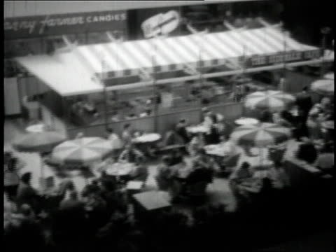 1950 HA shoppers dining at mall in Minneapolis / Minnesota, United States