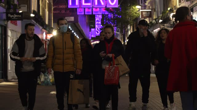shoppers getting last minute shopping on carnaby street as the 2nd national lockdown, which was announced to imposed to stem the spread of the novel... - customer stock videos & royalty-free footage