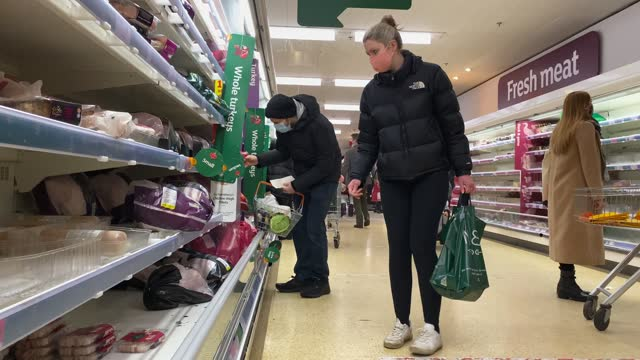 shoppers in a supermarket as they prepare for the festive season on december 23, 2020 in london, united kingdom. a new strain of the covid-19 virus... - retail stock videos & royalty-free footage