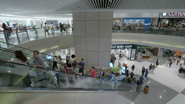 stockvideo's en b-roll-footage met singapore, singapore - november 4, 2018: shoppers in the suntec city shopping complex which is located in marina centre - shopping centre