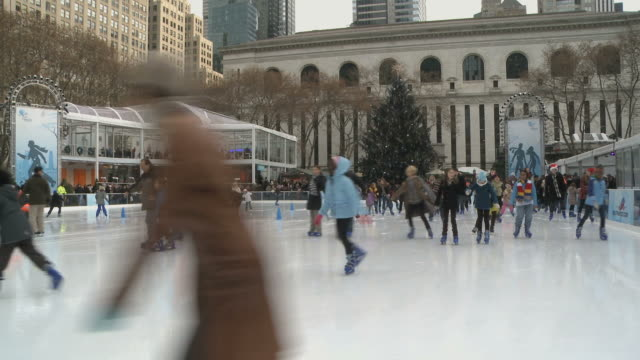 WS Shoppers passing by stores in Bryant Park during winter / New York City, New York, USA