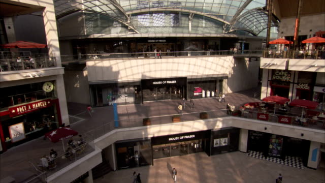 shoppers walk through cabot circus shopping centre in bristol. available in hd. - atrio cuore video stock e b–roll