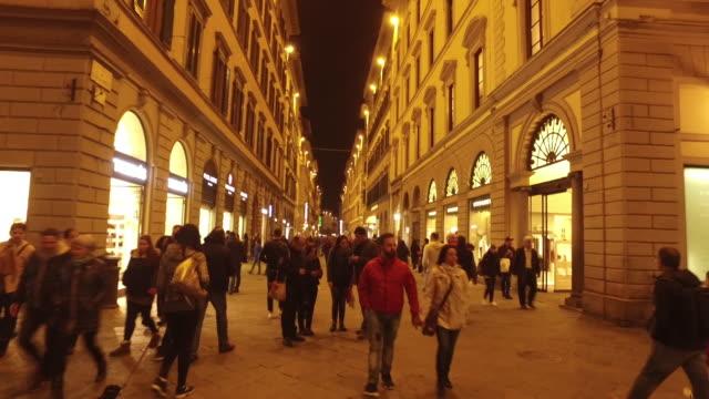 vídeos de stock e filmes b-roll de shopping area in florence - florença