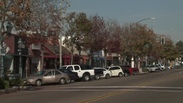 shopping area in san diego on february 19 2011 in san diego california - centro commerciale suburbano video stock e b–roll