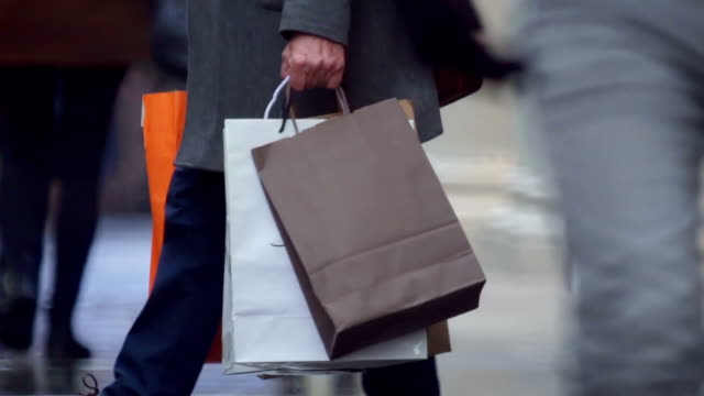 shopping bags crowd - fare spese video stock e b–roll