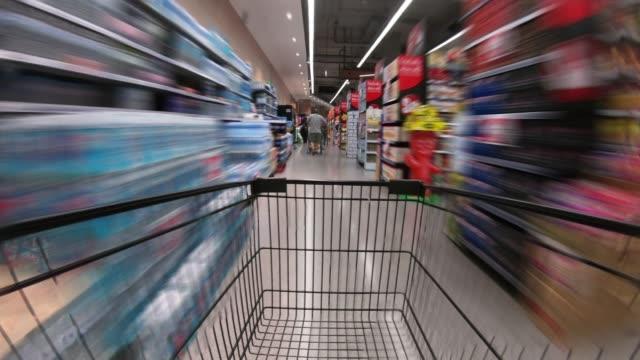 vidéos et rushes de laps de temps shopping cart - supermarché