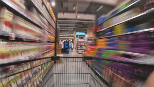 stockvideo's en b-roll-footage met shopping cart time-lapse - supermarkt