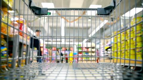shopping cart - mellanstor grupp av människor bildbanksvideor och videomaterial från bakom kulisserna