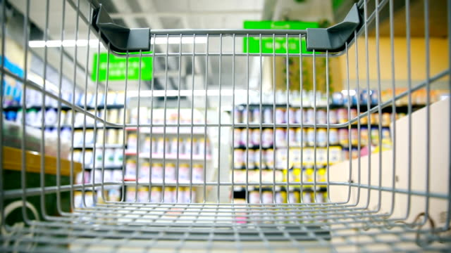 vídeos de stock e filmes b-roll de shopping cart - prateleira objeto manufaturado