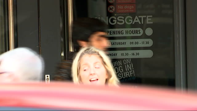 vídeos de stock, filmes e b-roll de shopping centres tracking customers movements via smart phones; reporter to camera name on door 'kingsgate' close shot sign in window 'turn on log in... - smart