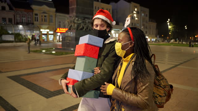shopping christmas gifts during covid-19 pandemic. they wears a protective mask to protect from coronavirus - shopaholic stock videos & royalty-free footage