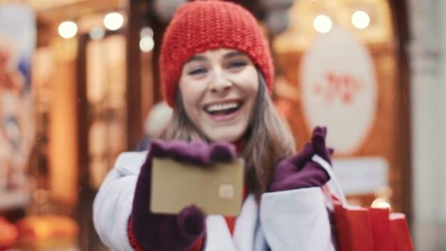 vidéos et rushes de shopping footage - carte de fidélité