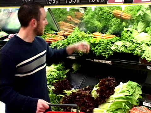 stockvideo's en b-roll-footage met shopping for food (ntsc-dv) - bedektzadigen