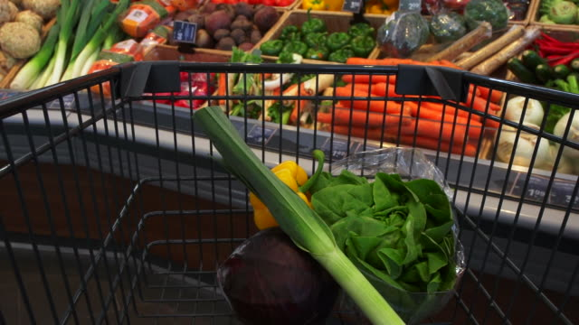 pov shopping for healthy food in supermarket - gehen stock videos & royalty-free footage