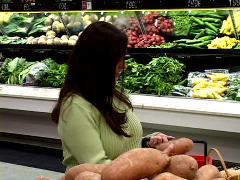 negozi di verdure (pal, dv - solo ragazze video stock e b–roll