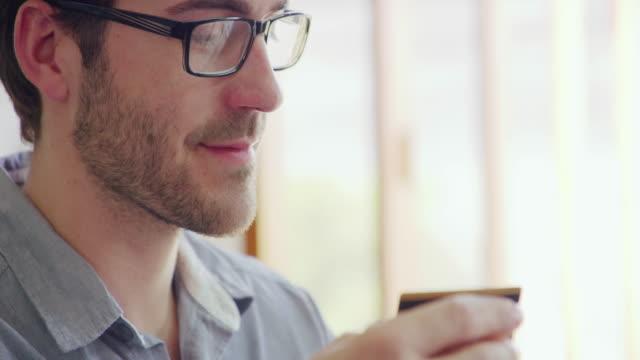 vídeos y material grabado en eventos de stock de compras nunca ha sido más conveniente - pago por móvil
