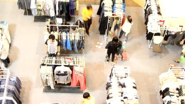 vídeos y material grabado en eventos de stock de shopping mall time lapse - trapo de limpiar el polvo