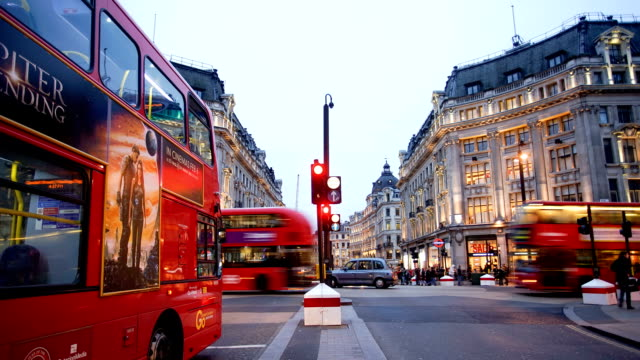 Shopping on Oxford street, London, time lapse
