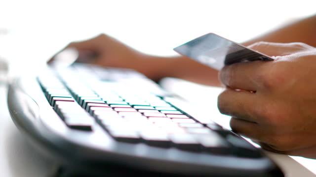 stockvideo's en b-roll-footage met online winkelen. - bankpas