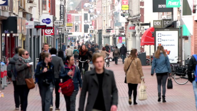 shopping street in europe - large group of people stock videos & royalty-free footage