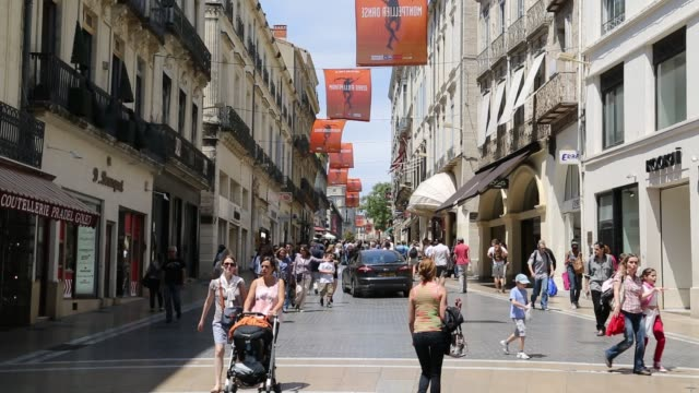 shopping street, montpellier - モンペリエ点の映像素材/bロール