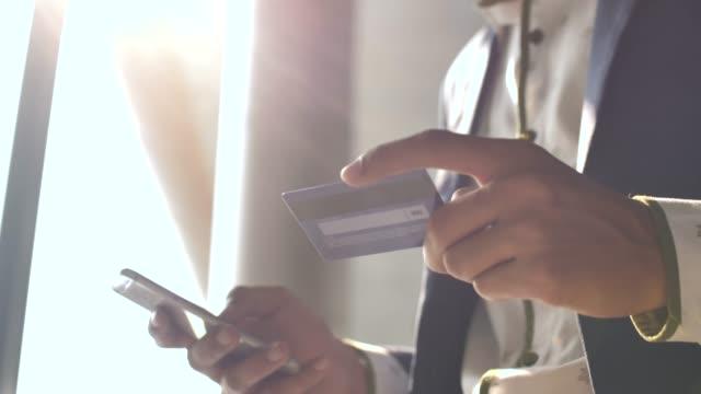 vídeos de stock, filmes e b-roll de compras com cartão de crédito  - sales occupation