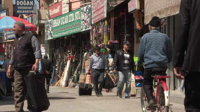 shops and men, konya, turkey - västerländsk text bildbanksvideor och videomaterial från bakom kulisserna