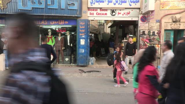 stockvideo's en b-roll-footage met shops and shoppers, bethlehem, palestine - winkelbord