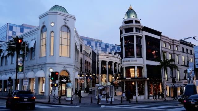 Shops & Christmas Decorations on Rodeo Drive
