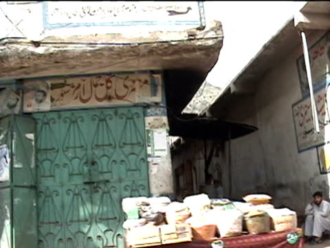 vídeos y material grabado en eventos de stock de shops in street darrah in swat agency of tribal zones federally administered tribal areas pakistan audio - letrero de tienda