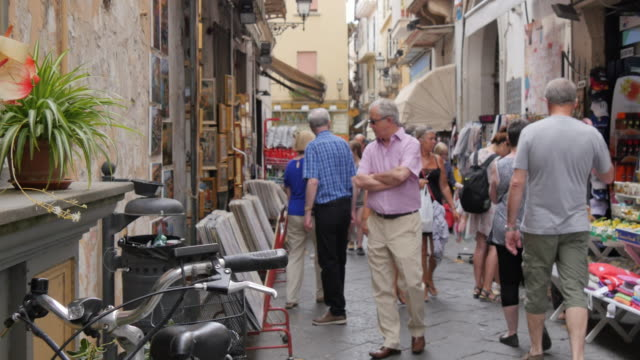 shops on narrow street, sorrento, costiera amalfitana (amalfi coast), unesco world heritage site, campania, italy, europe - narrow stock videos & royalty-free footage
