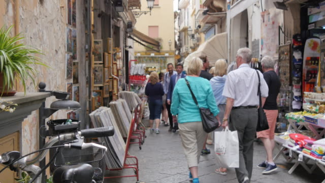 Shops on narrow street, Sorrento, Costiera Amalfitana (Amalfi Coast), UNESCO World Heritage Site, Campania, Italy, Europe