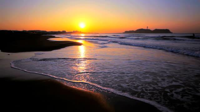 Shore and Enoshima of the morning glow
