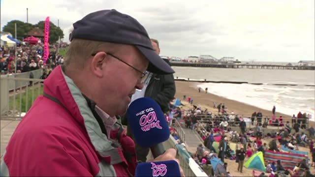 clacton air show tribute england essex clactononsea ext announcer addressing crowds on beach sot / people on beach applauding announcement - ショーハム・バイ・シー点の映像素材/bロール