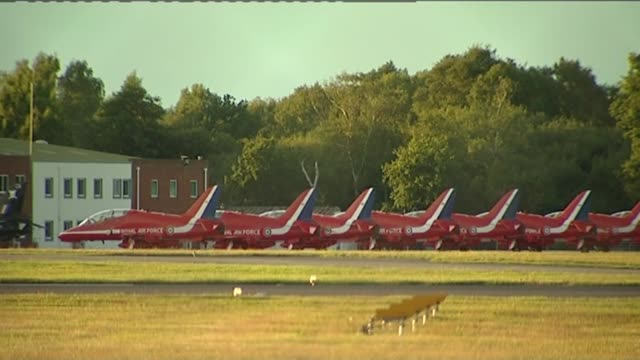 investigation starts / hawker hunter planes grounded 2082011 / t20081108 dorset bournemouth 'grounded' red arrows planes parked at bournemouth airport - ショーハム・バイ・シー点の映像素材/bロール