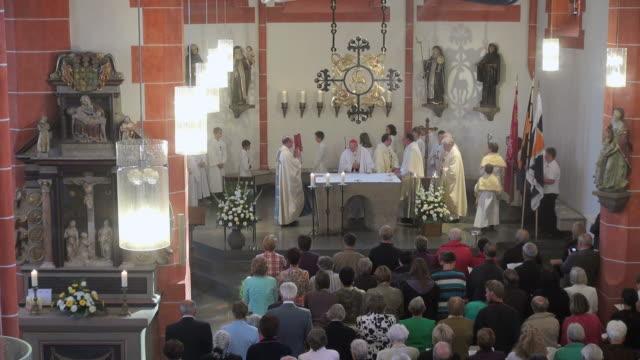 ms short of catholic mass, curch st. marien saarburg-beurig, with cardinal meisner, cologne / saarburg, rhineland palatinate, germany - katholizismus stock-videos und b-roll-filmmaterial