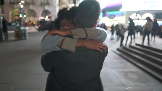 A short one minute film about a young couple meeting at Piccadilly Circus, London