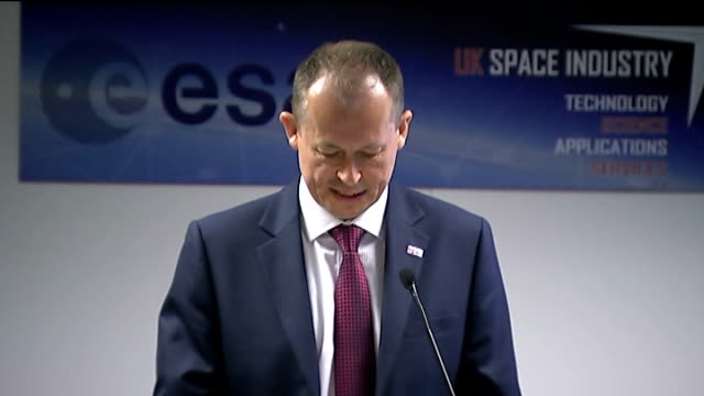 vídeos de stock e filmes b-roll de shortlist of locations for uk's first spaceport press conference england hampshire farnborough int dr david parker speech sot - farnborough hampshire