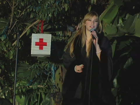 shoshana bush at the american red cross tsunami benefit at private residence in brentwood california - shoshana bush stock-videos und b-roll-filmmaterial