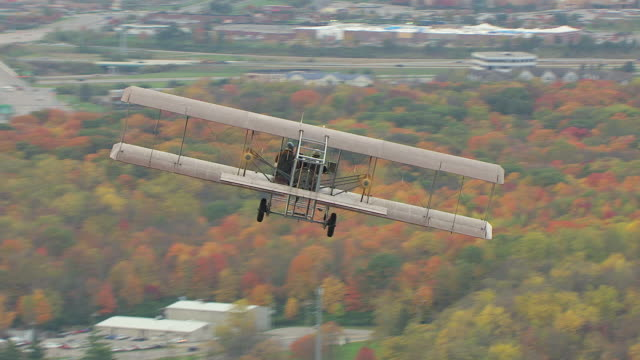 ms ts zi aerial shot cross over rear of wright b flyer airplane / ohio, united states - wright flyer stock-videos und b-roll-filmmaterial