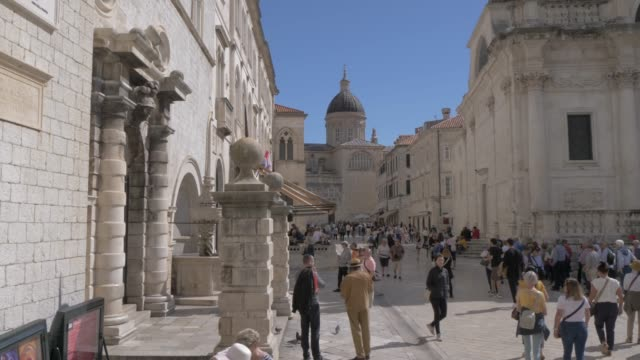 shot from archway towards the cathedral on stradun, dubrovnik old town, unesco world heritage site, dubrovnik, dubrovnik riviera, croatia, europe - cathedral stock videos & royalty-free footage