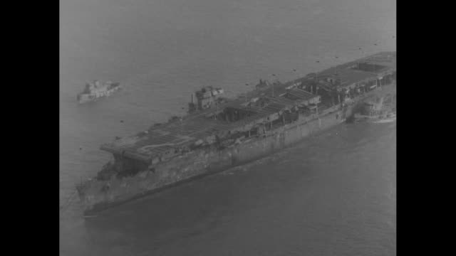 shot from behind three photographers standing on golden gate bridge as they take pictures of aircraft carrier uss independence and escort ships... - massenvernichtungswaffe stock-videos und b-roll-filmmaterial