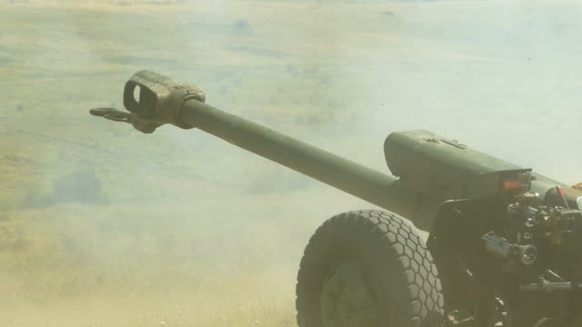 shot from howitzer - howitzer stock videos & royalty-free footage