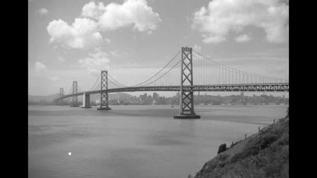 vidéos et rushes de shot from shore of san franciscooakland bay bridge / note exact month/day not known - baie de san francisco
