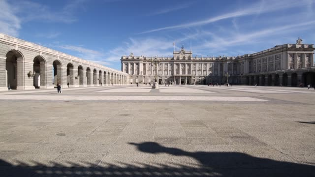 shot from the palacio real (royal palace) in bright sunshine, plaza de la armeria, madrid, spain, europe - lockdown stock-videos und b-roll-filmmaterial
