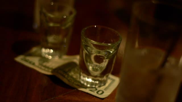 vídeos de stock e filmes b-roll de shot glasses on bar - copo vazio